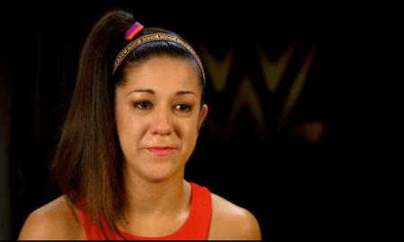 Bayley llorando por su pareja en wwe